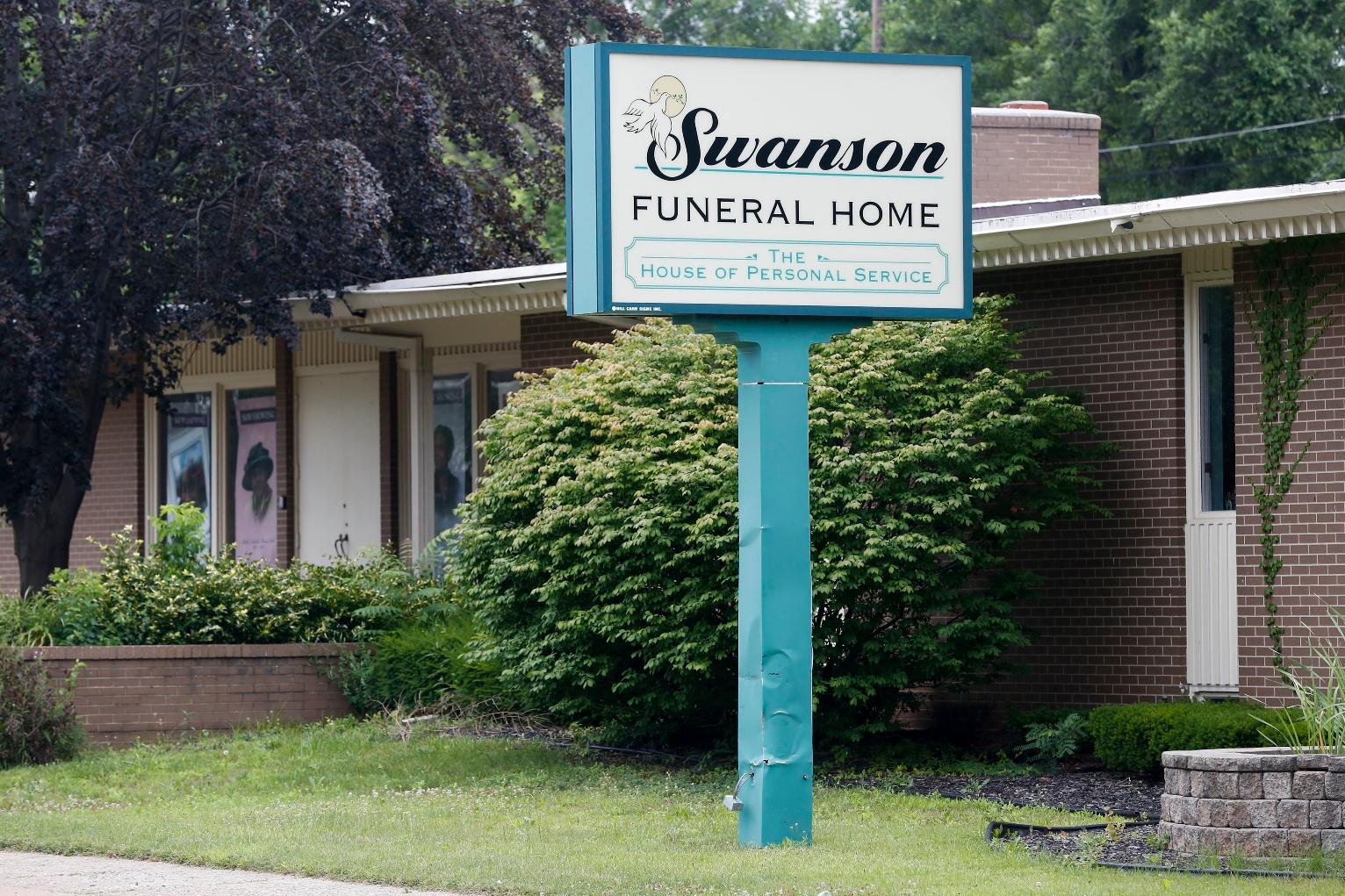 resign letter for company%0A Funeral Home Horrors Put Spotlight on Spotty US Regulations   Michigan News    US News