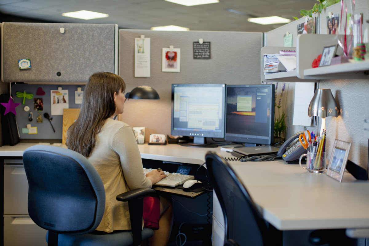 10 easy cubicle upgrades careers us news for How to decorate office desk