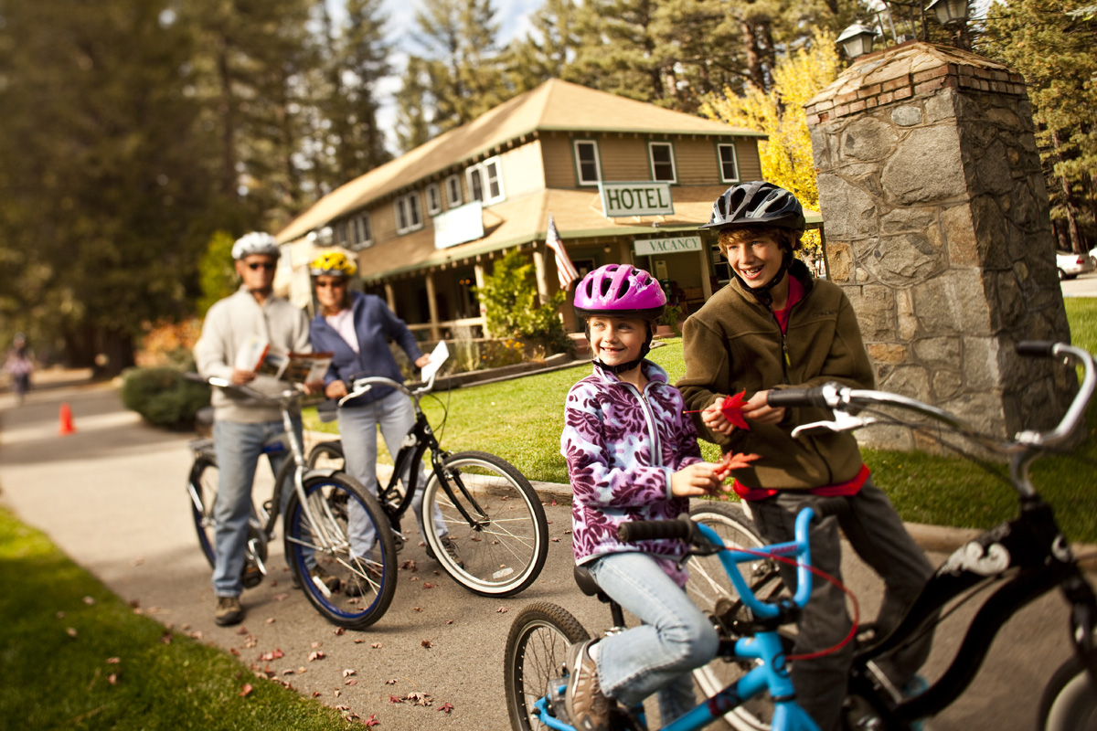 10 Family-Friendly Resorts for Fall Foliage Trips Across America