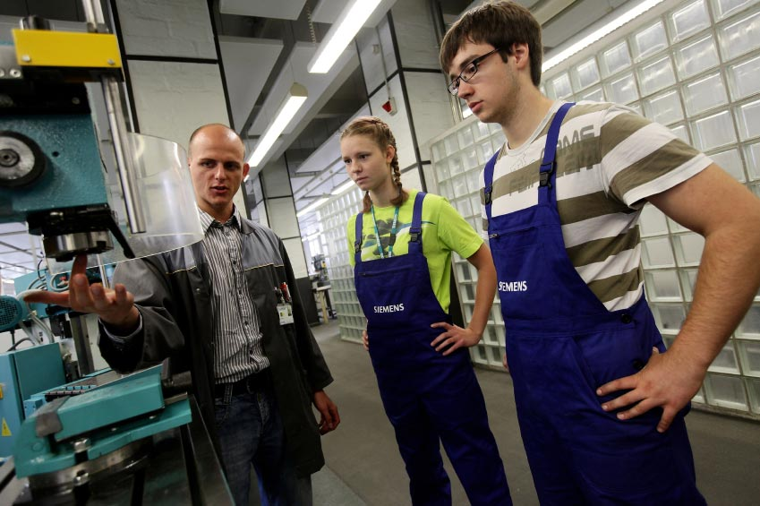 Requirements For Aerospace Engineering Education And Training : College engineering programs focus on hands learning