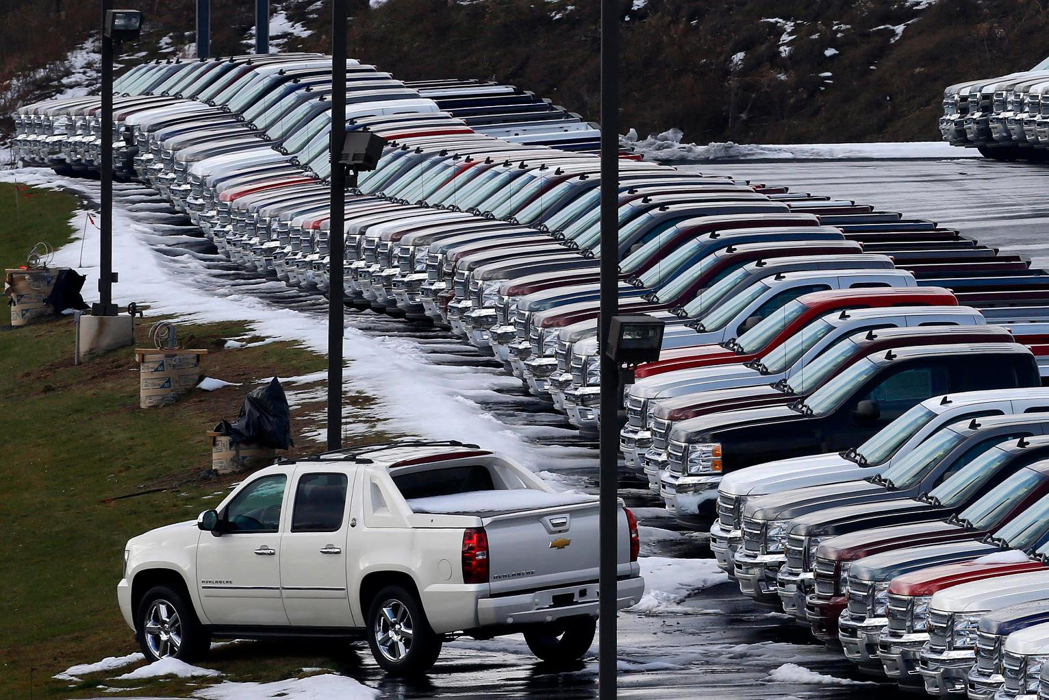 Us auto sales hit a record 17 55m in 2016 led by suvs u s news us news