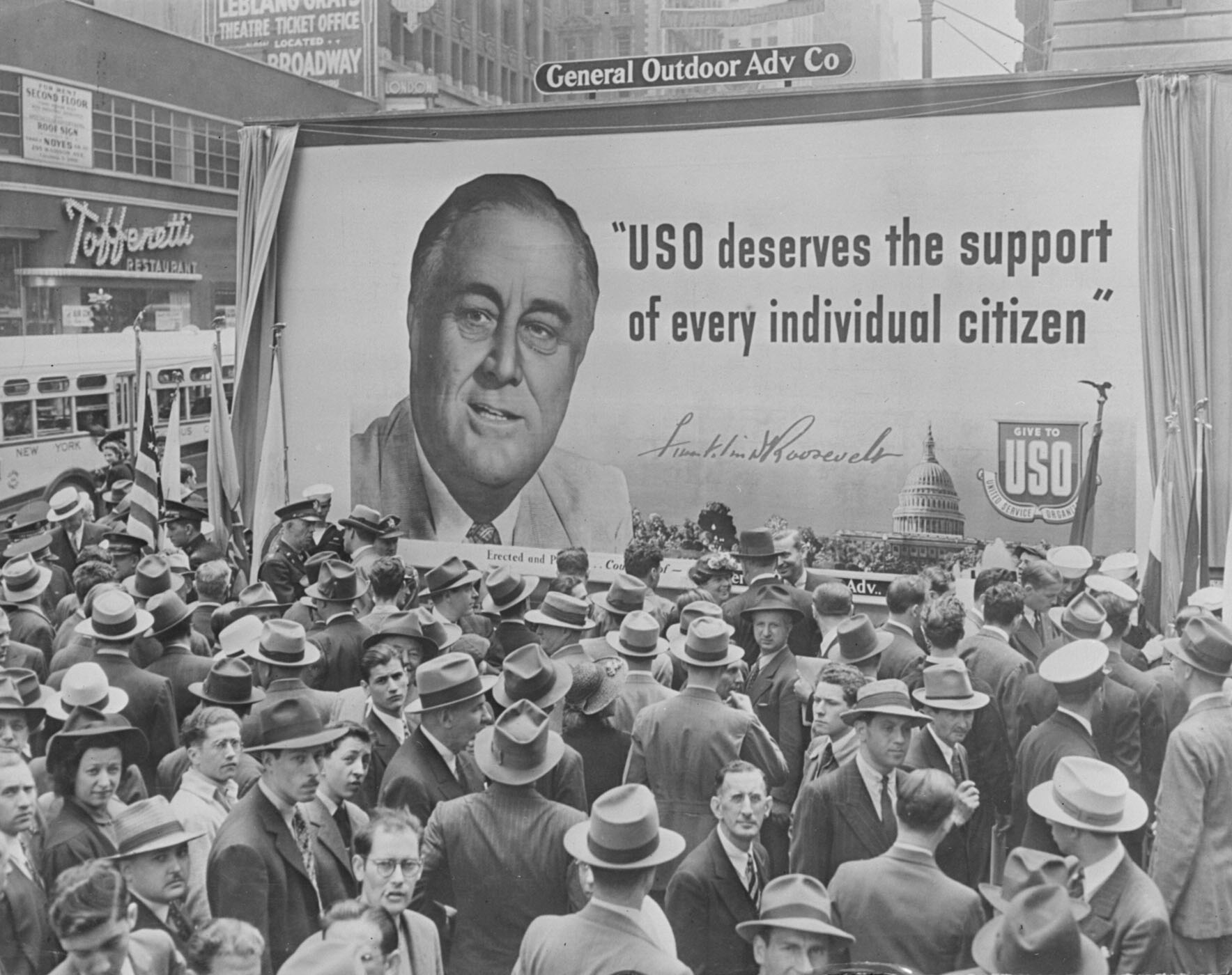 a look at franklin delano roosevelts new dea Watch video on august 14, 1935, franklin d roosevelt signed the social security act into law to remember fdr, who profoundly changed america with his new deal programs, we're taking a look at some.