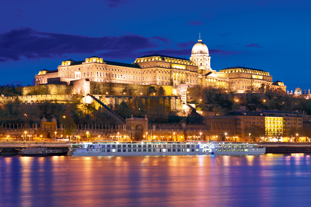 10 Can't-Miss Christmas Market River Cruises