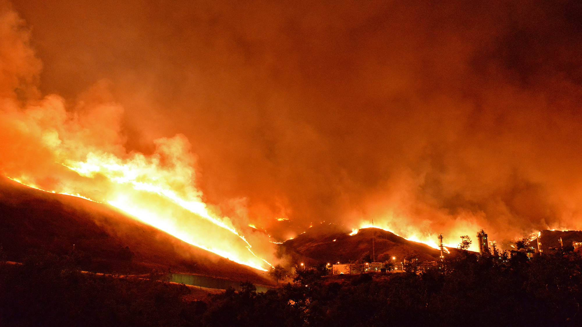 Wildfire In California Is Now Acres Closes Highway - Wildfires in southeastern us map