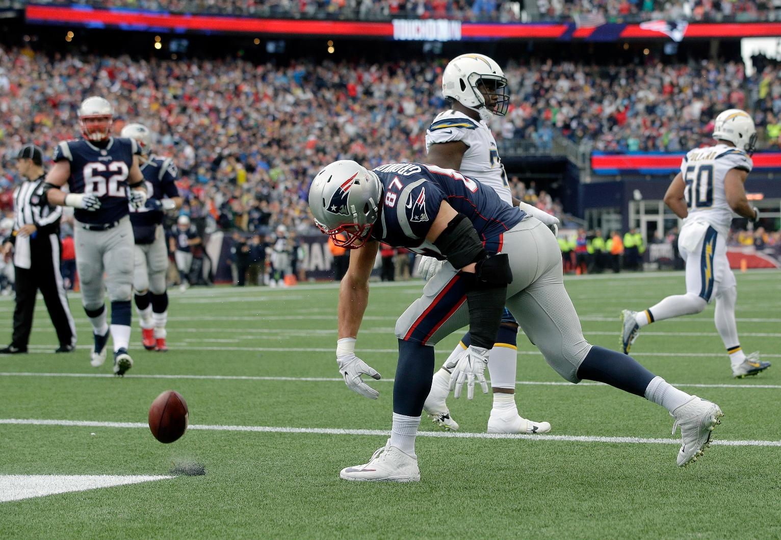Patriots Capitalize On Chargers Mistakes In 21 13 Win