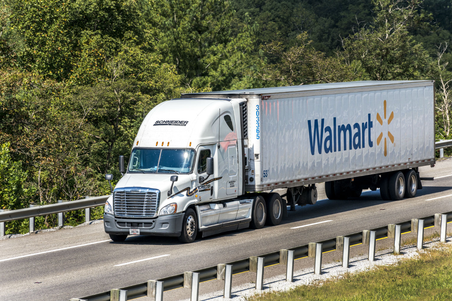 Walmart to Add Hundreds of New Truck Drivers, Raise Salary to Almost $90K |  Economy | US News