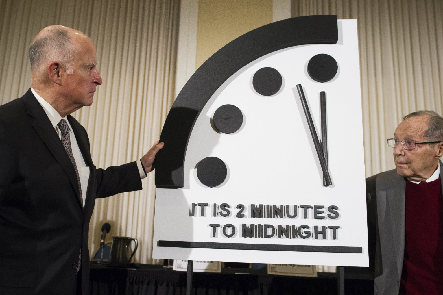 Scientists Inch Doomsday Clock Closer To Midnight Citing Nuclear Climate Threats National News Us News