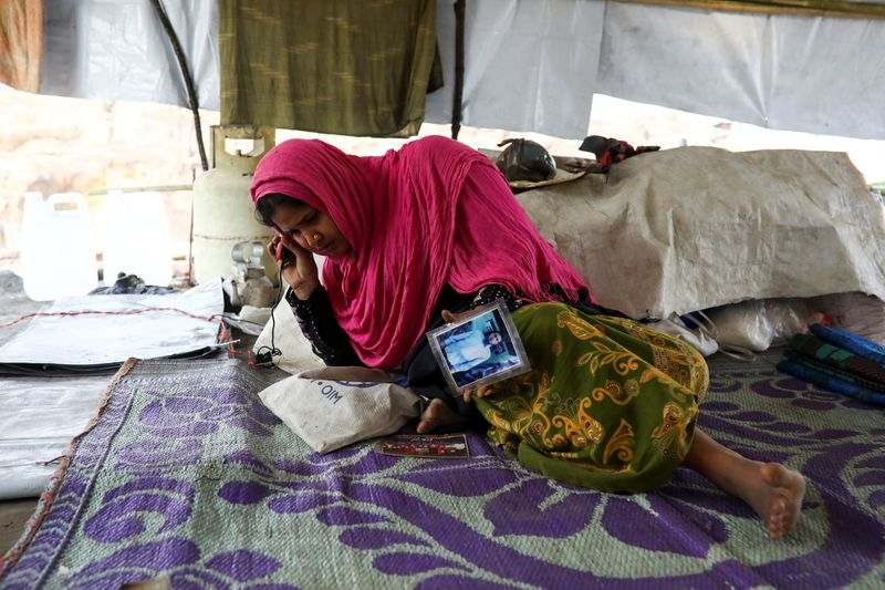 'Can't Take this Pain': Rohingya Mother Fears her Missing son is Dead After Refugee Camp Fire