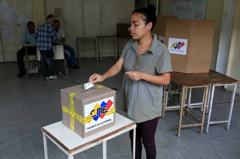 Nearly Half of Venezuelans Expected to Vote for Maduro in Election – Poll