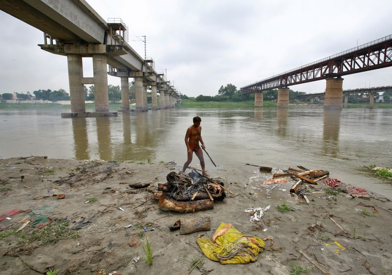 Ganges River Filled with Corpses as Water Level Rise Opens Up India's Riverside Graves